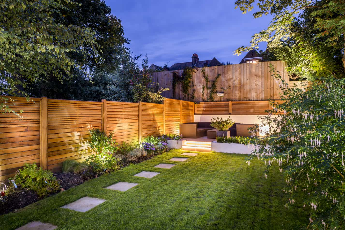 how to reduce traffic noise in your backyard soundproofplanet. Black Bedroom Furniture Sets. Home Design Ideas